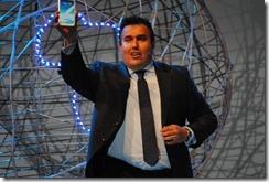 Galaxy Note II - George Ferreira showing it off